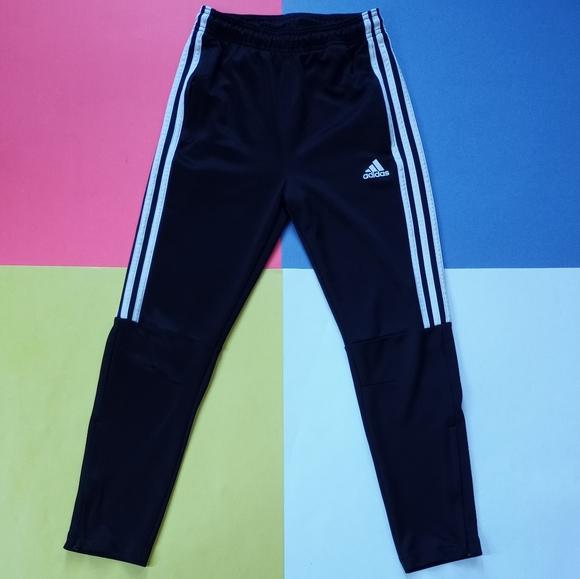 Modern Junior Adidas Climalite Black & White Essen